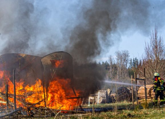 Brand mehrerer Anhänger